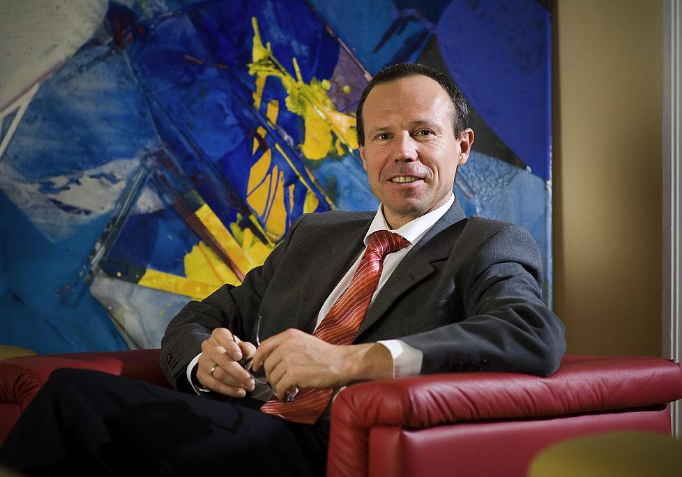 Dr. Ernst Brunner